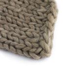 Mantinha de lã trançada Marrom