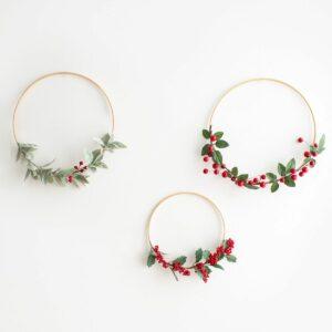 Kit com 3 arcos de natal - folhagens e cereja Verde